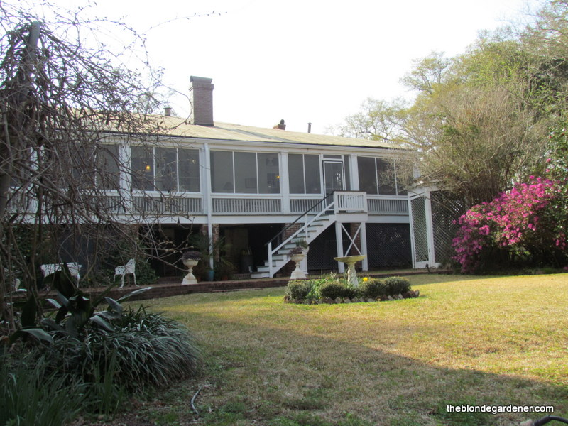 Antebellum homes of natchez mississippi the blonde gardener Homes with separate living quarters