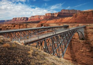 navajo-bridge-crossing-the-grand-canyon-by-car-43489_1